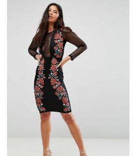 Vestido con dibujos bordados